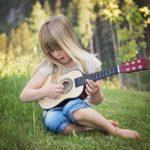 音楽は人を救えるのか?ミュージシャンや芸能人の経験を元に考察してみた。